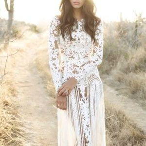 Dresses & Skirts - White long-sleeve lace wedding dress